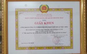 Công Đoàn Việt Sing hân hoan đón nhận Giấy khen của BCH Đảng bộ quận Hoàng Mai